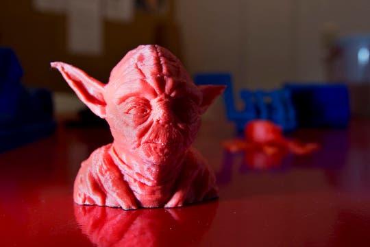 Estos son algunos de los objetos que se pueden realizar con una impresora 3D. Foto: LA NACION / Sebastián Rodeiro
