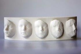 Unos moldes con los rostros digitalizados para crear implantes creados con impresoras 3D