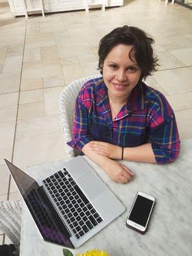 Janine Medina pasó por Buenos Aires y ayudó a voluntarios a implantarse chips bajo la piel