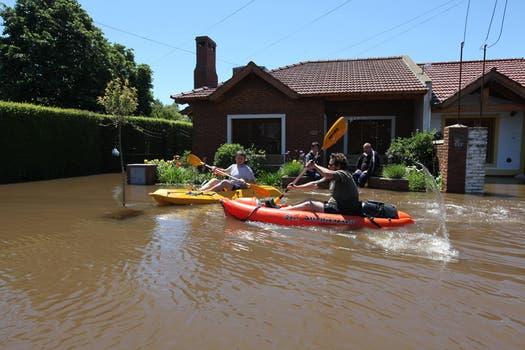Los botes son la única manera de moverse por la ciudad. Foto: LA NACION / Ricardo Pristupluk