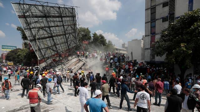 Tareas de rescate y remoción de escombros en Ciudad de México. Foto: AP / Eduardo Verdugo