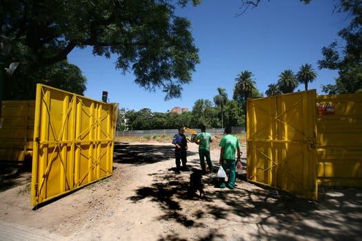El espacio verde será recuperado por un paisajista que en unos días presentará un proyecto. Foto: LA NACION / Silvana Colombo