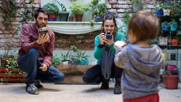 María y Valerio, padres de Dragón, de un año y medio, no suben fotos de él