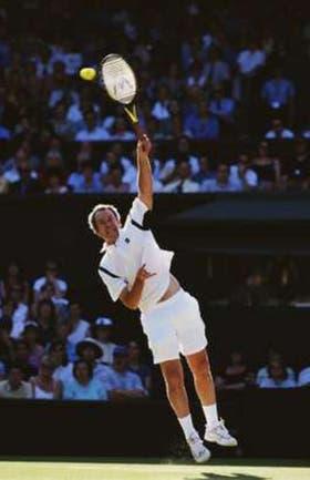 El indescifrable saque de McEnroe; una de las grandes armas del zurdo: el servicio