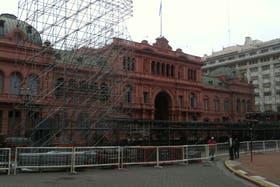 Ya comenzaron los preparativos en la Plaza de Mayo para el acto del próximo sábado