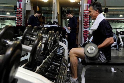 Macri hace fuerza, levanta pesas y se mira al espejo. Foto: lanacion.com / Gentileza Prensa Pro