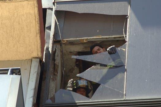 En la capital algunos edificios sufrieron daños por desprendimiento de mampostería. Foto: AP