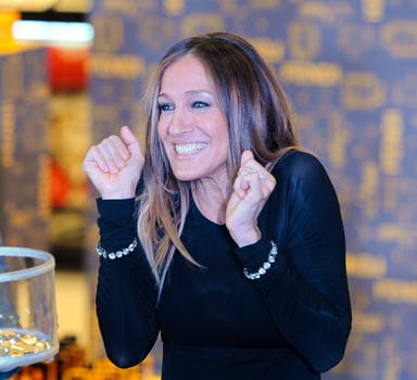 ¡Iupi! Parece que la actriz se divirtió bastante en la inauguración.... Foto: AFP