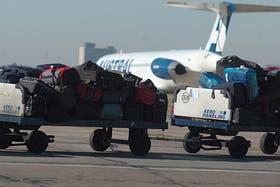Un juez ordena detener a seis empleados por abrir valijas de pasajeros de avión