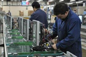 Hay menos empleados en las fábricas fueguinas que hace un año