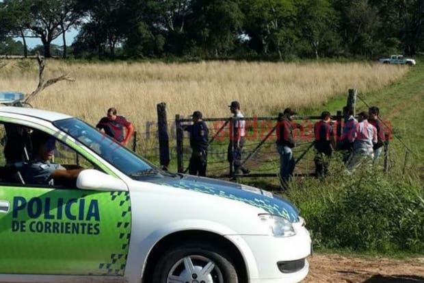 La policía en la entrada a la zona del sieniestro