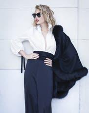 Forever glam: seda, transparencias, pieles y colores netos