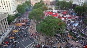 La Plaza de Mayo volvió a ser hoy escenario de un aniversario de la caída de De la Rúa