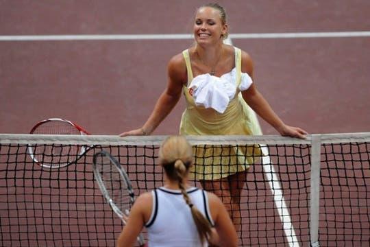 Caroline Wozniacki bailó y se divirtió en una exhibición. Foto: AFP