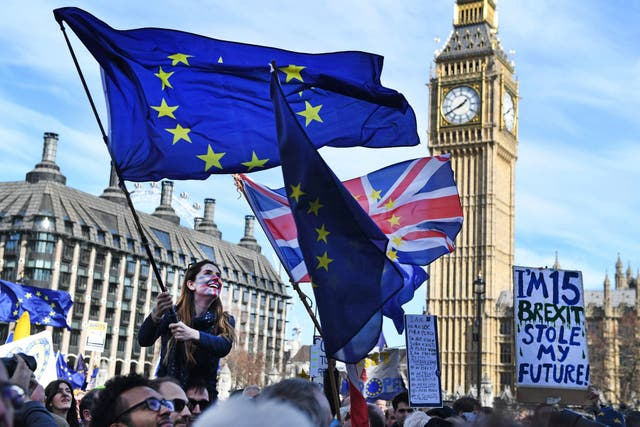 El referéndum se celebró el 23 de junio de 2016; el Brexit ganó con el 51.9% de los votos