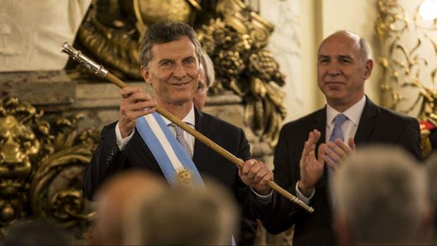 El presidente Macri, el día de su asunción, junto al titular de la Corte, Ricardo Lorenzetti
