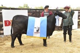 Gran Campeón Hembra, de Cabaña Los Orígenes