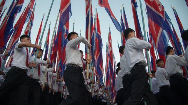 Kim Jong-un no está solo: miles de coreanos salieron a las calles para repudiar a Donald Trump
