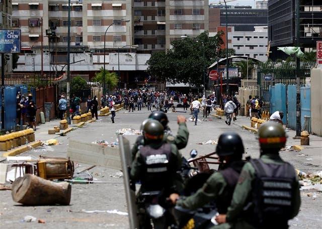 Choque entre uniformados de la Guardia Nacional y manifestantes