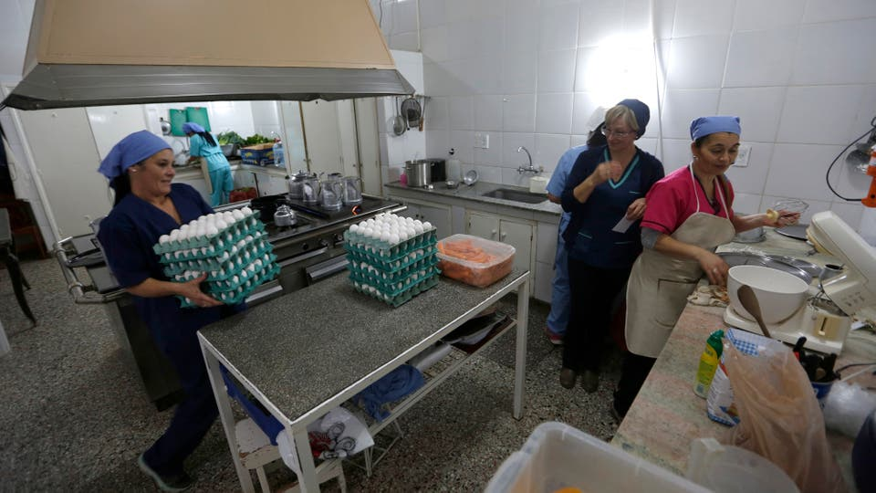 Trabajan con 72 vacas, 56 cerdos, 57 ovejas, 18 conejos y 10 colmenas de abejas. Producen leche, chacinados, queso y miel. Foto: LA NACION / Mauro V. Rizzi