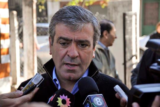 José Cano (UCR),el primer candidato a Diputado Nacional por el Frente Cívico y Social vota en la escuela República del Paraguay. Foto: Télam