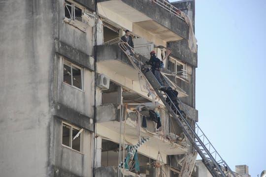 Fuerte explosión en un edificio de Rosario. Foto: Marcelo Manera