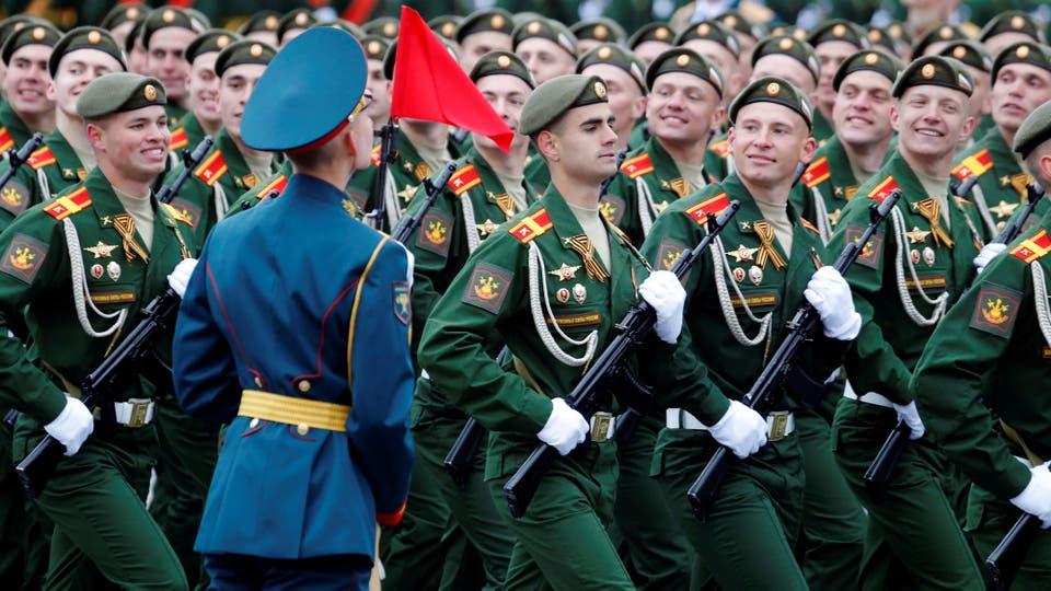 Putin desplegó todo el poderío de sus fuerzas armadas y celebró, como todos los 9 de mayo, el Día de la Victoria en la Plaza de Roja. Foto: Reuters / Sergei Karpukhin