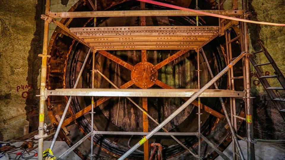 Los andamios del pozo donde se construirá el tunel. Foto: LA NACION / Hernán Zenteno