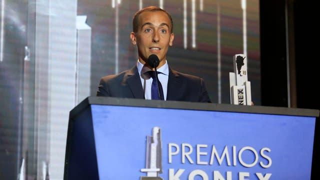Hugo Alconada Mon durante su discurso luego de recibir el premio