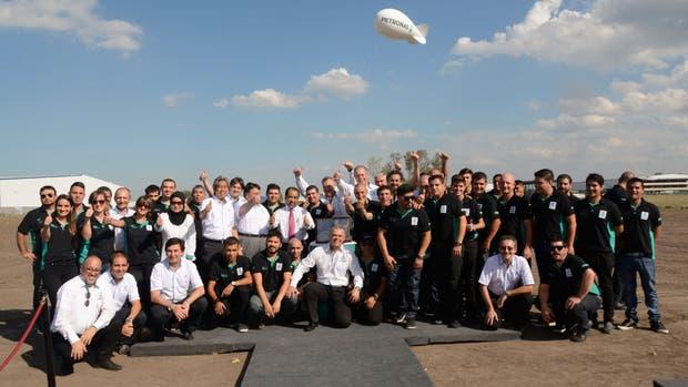 Líderes globales de Petronas con el equipo de trabajo argentino