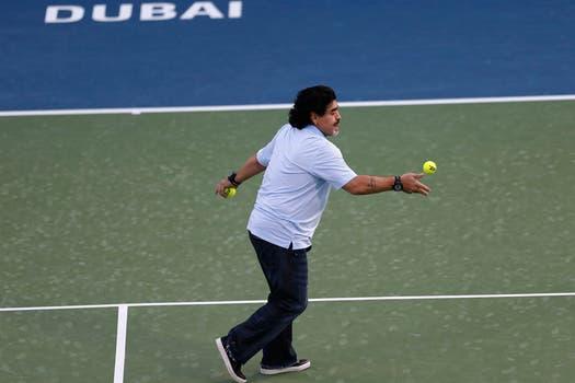 Juan Martín Del Potro y Diego Maradona pelotearon en el Abierto de Dubai. Foto: Reuters
