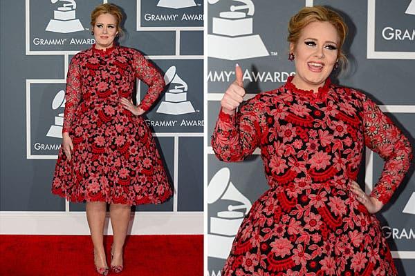 Adele le dijo no al negro en esta ceremonia y eligió un traje floreado firmado por Valentino. Foto: AFP