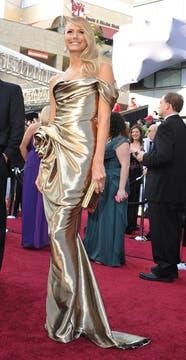 """Stacy Kiebler, novia de Clooney, vestida muy a """"lo Oscar""""."""