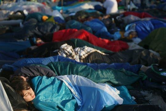 Miles de jóvenes pernoctaron en la playa en espera a la misa. Foto: EFE