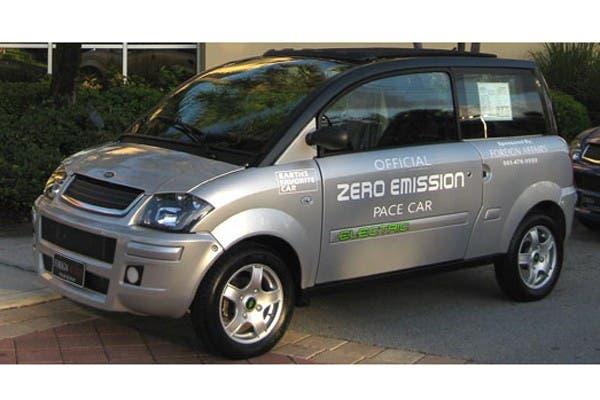 La compañía que fabrica el auto eléctrico ZENN, Zero Emission No Noise, es inversora de la empresa EEstor, que diseña un nuevo ultracapacitor