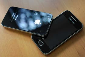 Apple y Samsung son las dos compañías que mayor provecho económico le sacan al competitivo segmento de los teléfonos inteligentes