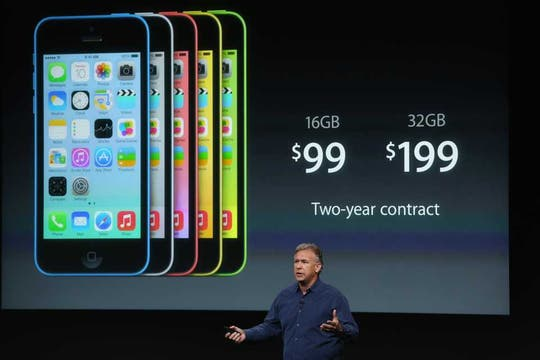 El iPhone 5C, presentado por Phil Schiller. Foto: AFP