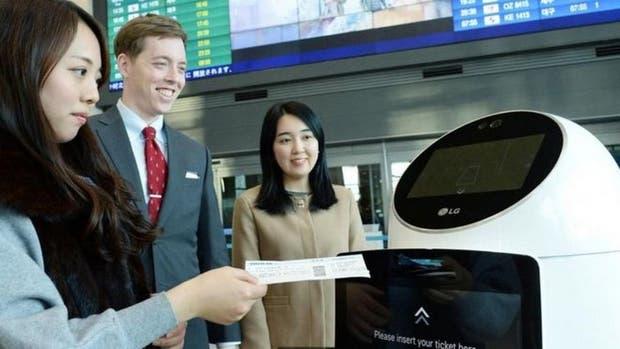 El Aeropuerto Internacional de Incheon, en Corea del Sur, instaló robots guías que ayudan a los pasajeros