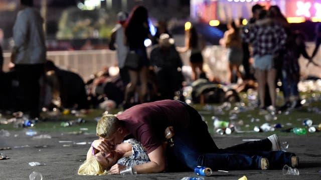 """""""Era tranquilo, amable y atento"""": así describió la novia del tirador de Las Vegas al hombre que mató a 59 personas"""