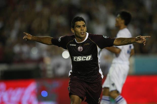 Romero festeja su gol ante Vélez