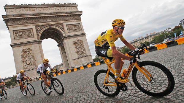 El británico Christopher Froome y su paseo triunfal en París
