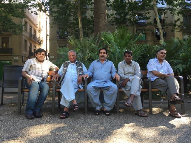 Galanes maduros pakistaníes, en la Rambla del Raval.