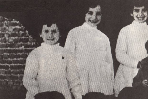 Ana Valeria, la última de la izquierda