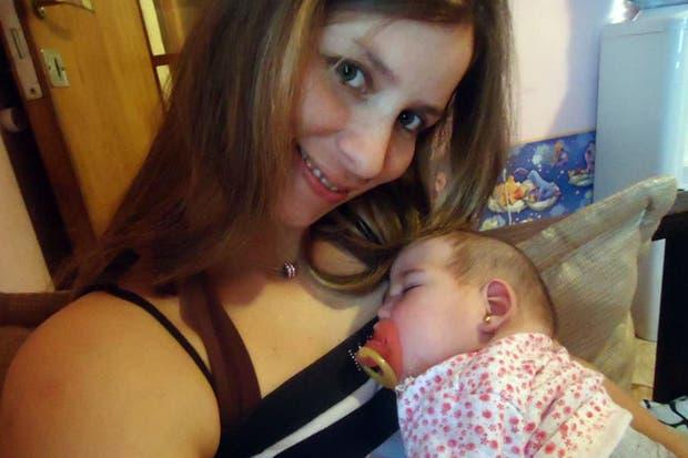 Analía Boutet y su hija de un año, Luz Milagros
