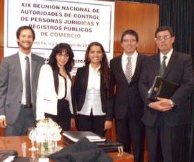 Martínez (segunda de la izquierda), con Mamberti y Varela (primero y segundo de la derecha)