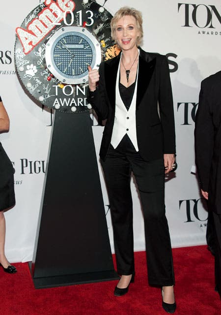 Jane Lynch, con un look dandy súper cool.  Foto:  / Getty Images