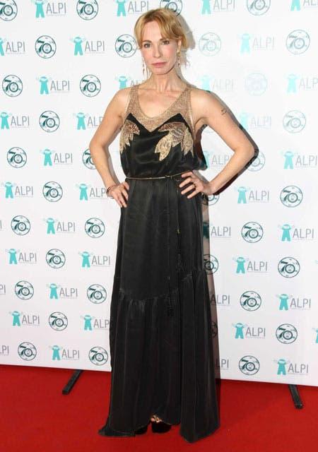 Gloria Carrá cantó en la gala y eligió un look muy glamoroso: vestido negro y dorado con transparencias en el escote. Foto: /Gerardo Viercovich