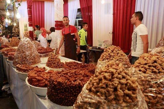 En la fiesta del final del ayuno es típico que los musulmanes hagan regalos a los niños. Foto: Reuters