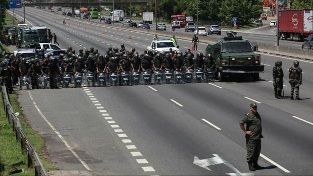 Fuerzas de seguridad custodiaron ayer el piquete de Tupac Amaru, pero no procedieron a desalojarlo