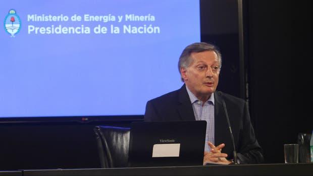 El ministro de Energía posee acciones en Shell por $ 16 millones y ahora es investigado por la Oficina Anticorrupción